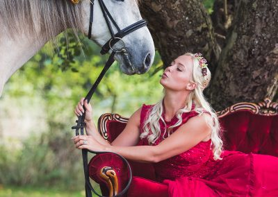 only-flowers-and-horses-equine-wedding-editorial-katie-mortimore-photography-34